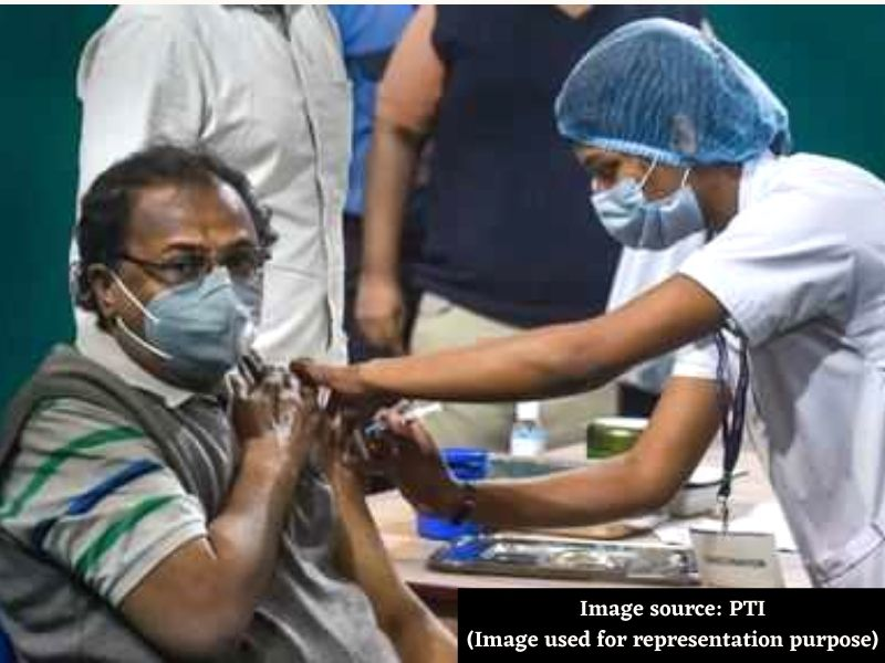 Private schools push government to vaccinate teachers on priority basis